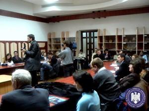 """Dezbaterea """"Între stagnare şi reformă: arhivele şi documentarea ştiinţifică în România de astăzi"""", 2007"""